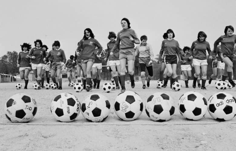 Le jour ou le football féminin a été interdit en France.
