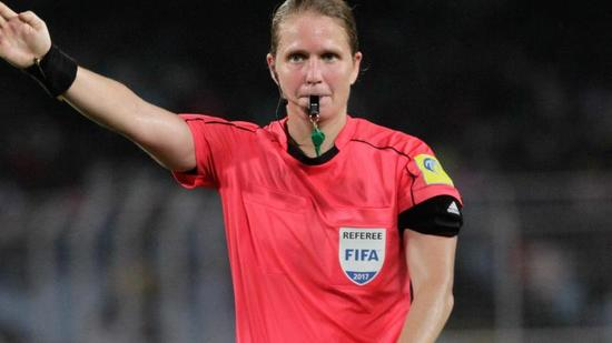 Esther Staubli, football, arbitrage