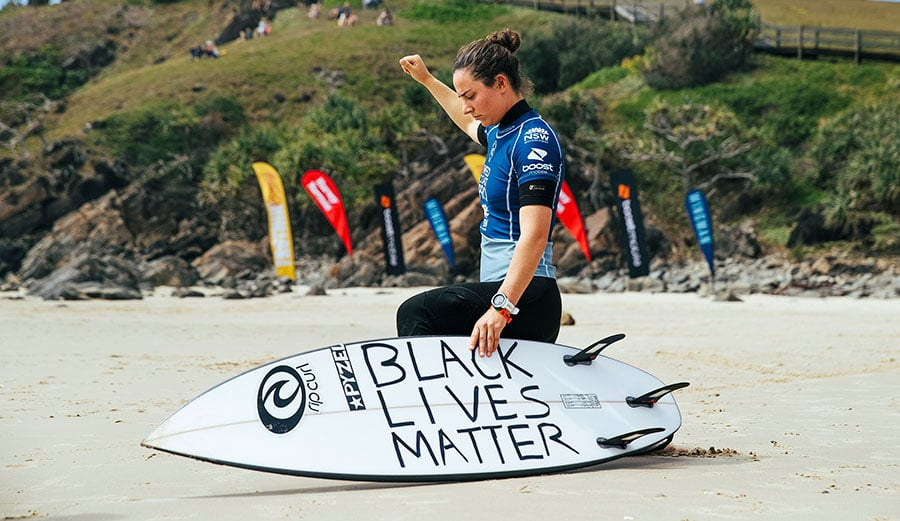 Tyler Wright en soutien face au mouvement '' Black Lives Matter ''